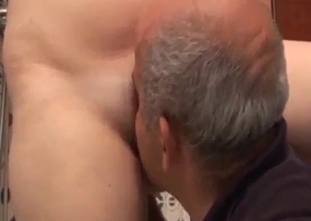 Hardcore face-fucking for his own daughter